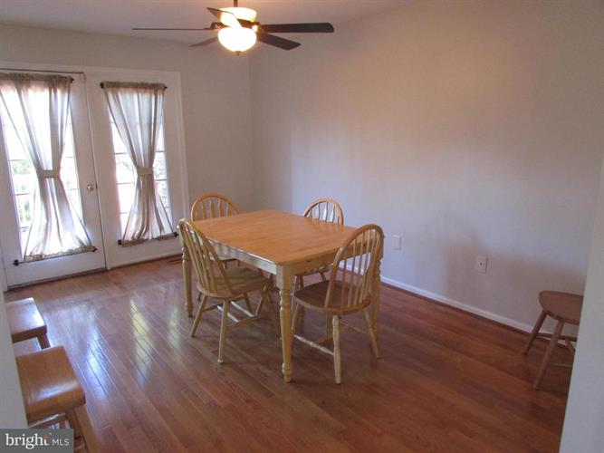8720 Wadebrook Terrace, Springfield, VA - USA (photo 2)