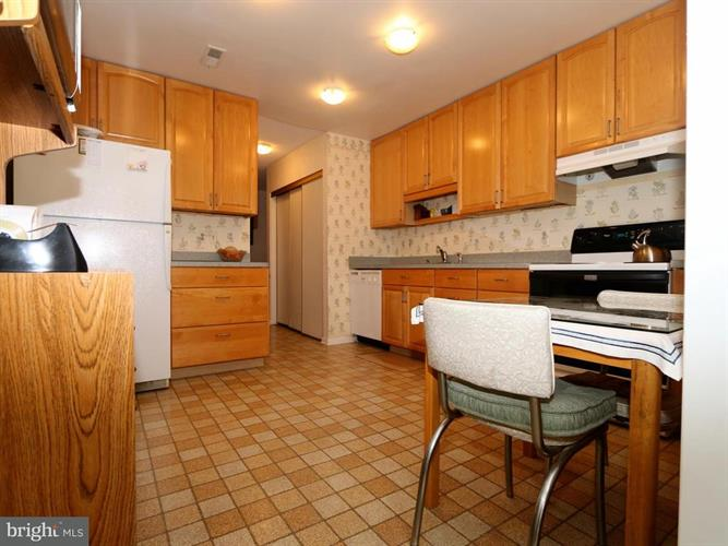 14905 Pennfield Circle 2c, Silver Spring, MD - USA (photo 5)