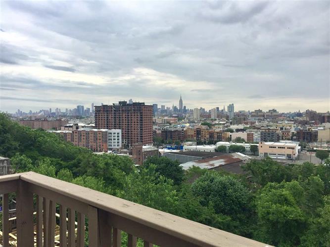 126 Ogden Ave 1st Floo, Jersey City, NJ - USA (photo 1)