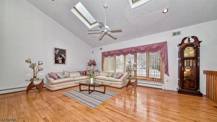 81 Hastings Ave, Nutley, NJ - USA (photo 2)