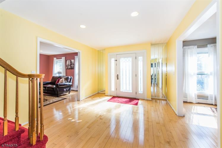 30 Silver Spring Ct, East Hanover, NJ - USA (photo 2)
