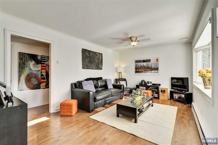 127 Bergen Avenue, Waldwick, NJ - USA (photo 2)