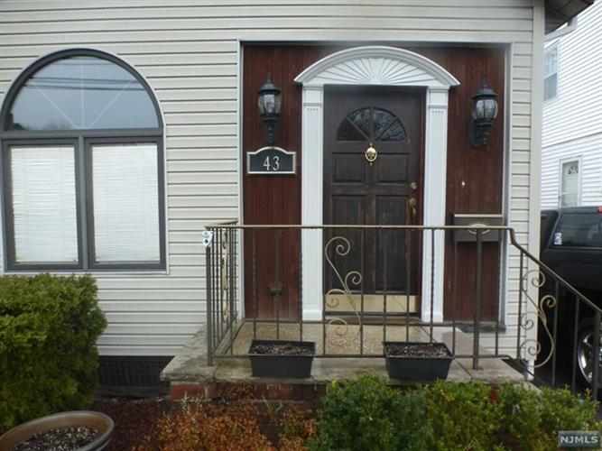 43 Garrabrant Ave, Bloomfield, NJ - USA (photo 2)