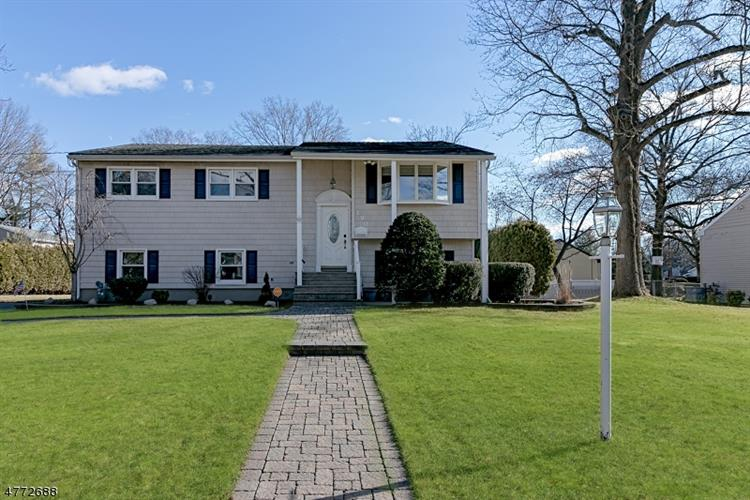 190 Acorn Dr, Clark, NJ - USA (photo 1)