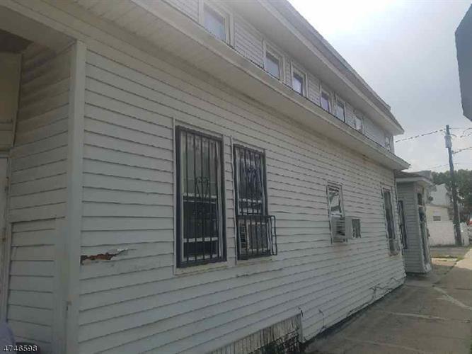 255 Rhode Island Ave, East Orange, NJ - USA (photo 1)