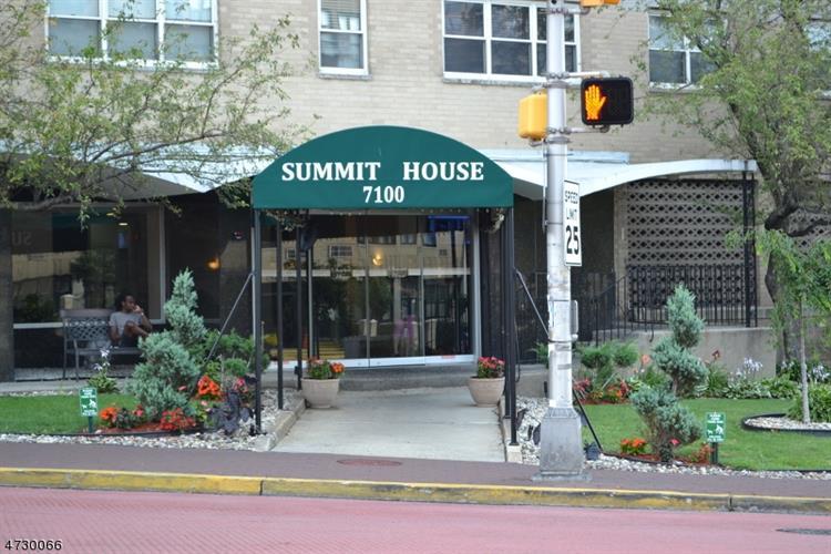 7100 Boulevard East 2j, Guttenberg, NJ - USA (photo 1)
