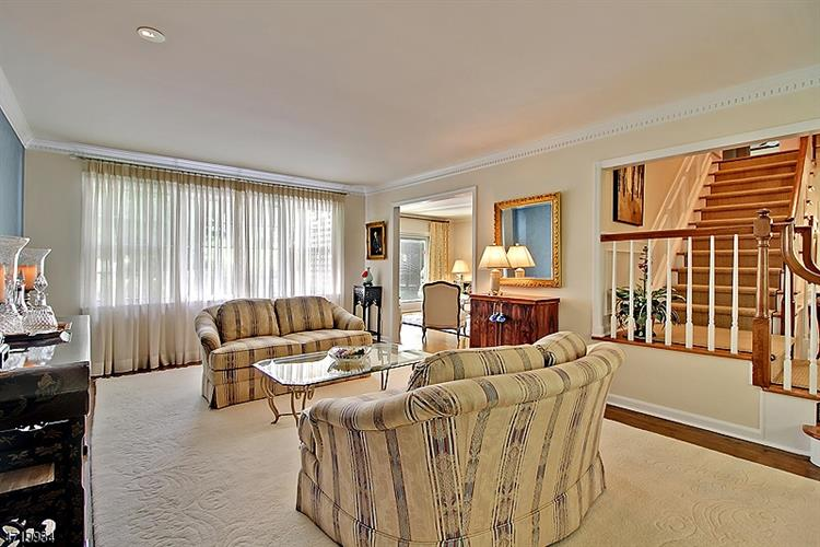 111 Sherwood Ln, Stirling, NJ - USA (photo 4)