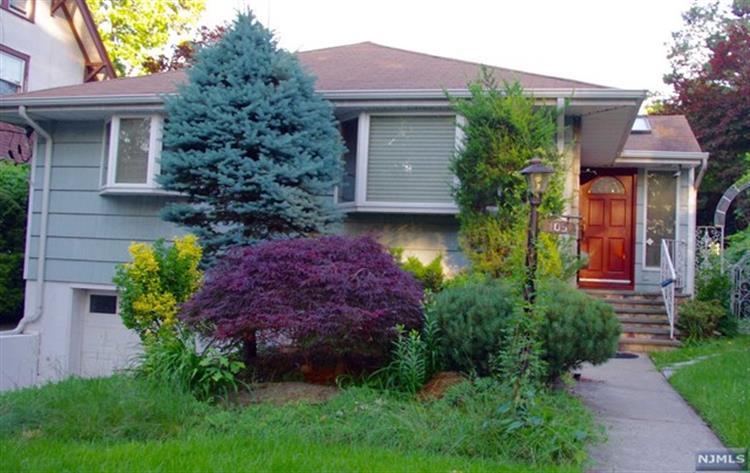 105 Oaktree Pl, Leonia, NJ - USA (photo 1)