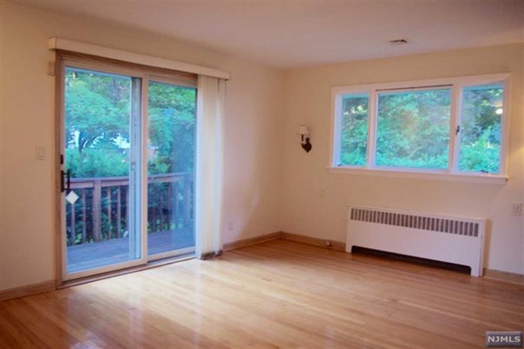 105 Oaktree Pl, Leonia, NJ - USA (photo 3)