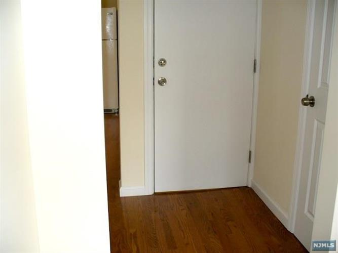 340 Broad Avenue, Unit #1 1, Leonia, NJ - USA (photo 4)