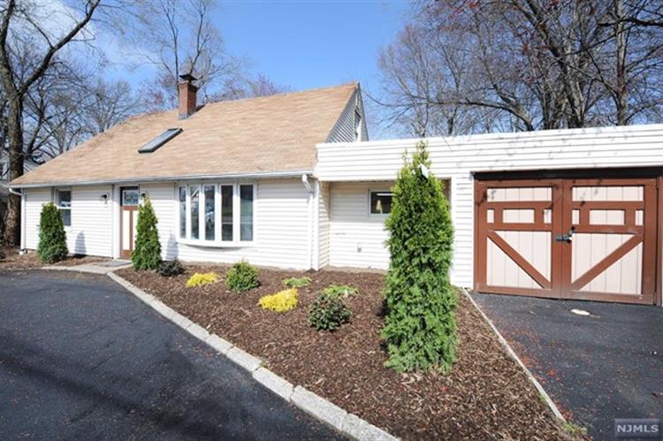 1365 Pompton Avenue, Cedar Grove, NJ - USA (photo 3)