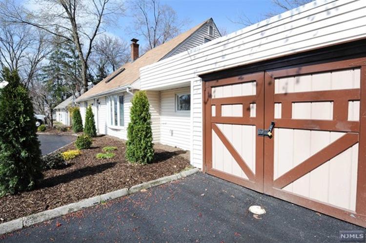 1365 Pompton Avenue, Cedar Grove, NJ - USA (photo 4)