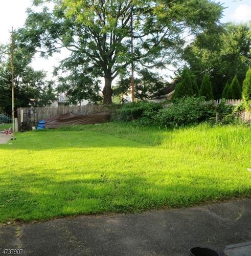 130 E Clifton Ave, Clifton, NJ - USA (photo 3)