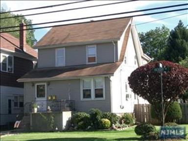 126 Hickory Avenue, Bergenfield, NJ - USA (photo 1)