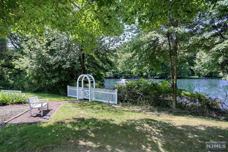 22 Pine Lake Ter, River Vale, NJ - USA (photo 2)