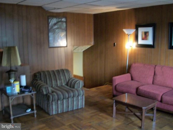 129 E Laughead Avenue, Linwood, PA - USA (photo 4)