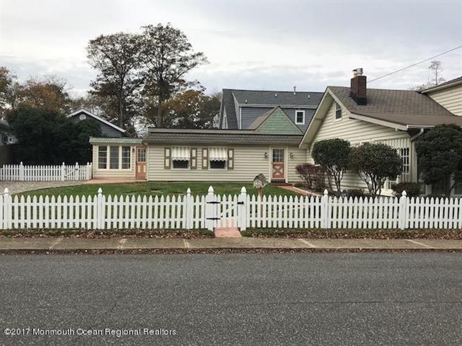 1617 Pine Tree Way, West Belmar, NJ - USA (photo 1)