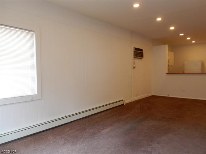 129 Main St  Apt 4, Bloomingdale, NJ - USA (photo 4)