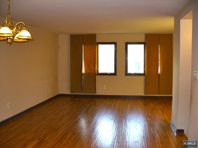 145 Schor Avenue, Unit #4 4, Leonia, NJ - USA (photo 4)