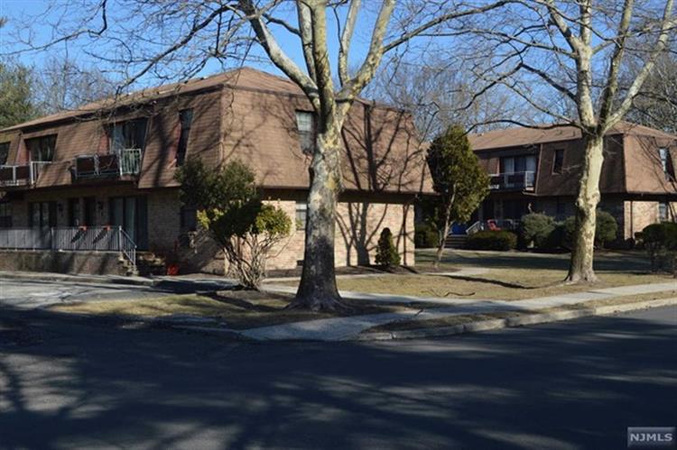 244 Collignon Way, Unit #2b 2b, River Vale, NJ - USA (photo 1)