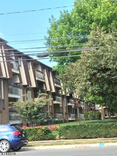 1190 W Saint George Avenue B24, Linden, NJ - USA (photo 2)