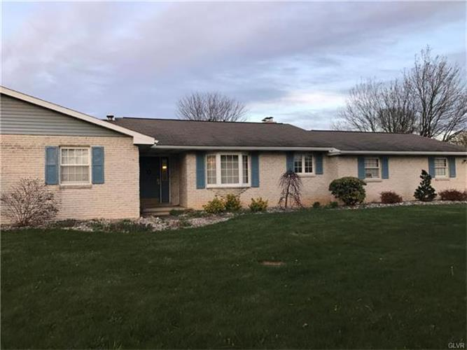 3963 Crestwood Drive, Schnecksville, PA - USA (photo 2)