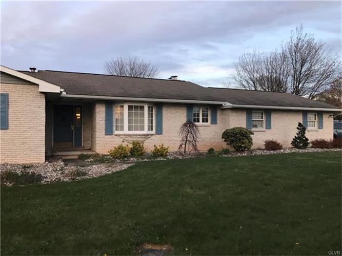 3963 Crestwood Drive, Schnecksville, PA - USA (photo 3)