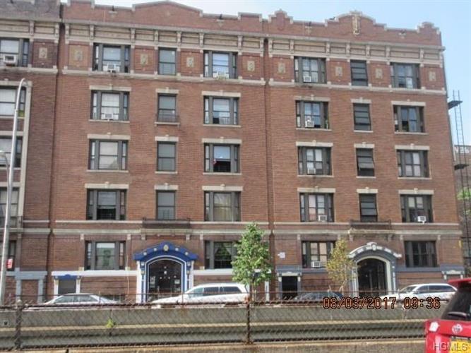 212 East Tremont Avenue 2, Bronx, NY - USA (photo 2)