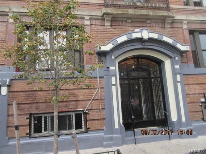 212 East Tremont Avenue 2, Bronx, NY - USA (photo 3)