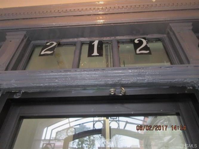 212 East Tremont Avenue 2, Bronx, NY - USA (photo 4)