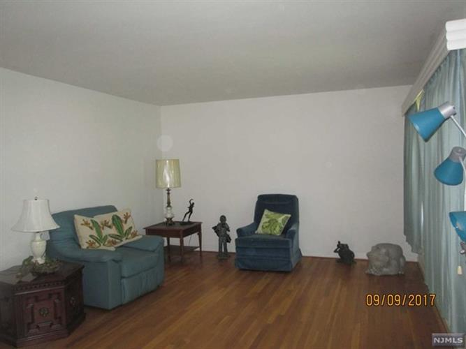 132 Charlton Ave, Lodi, NJ - USA (photo 3)