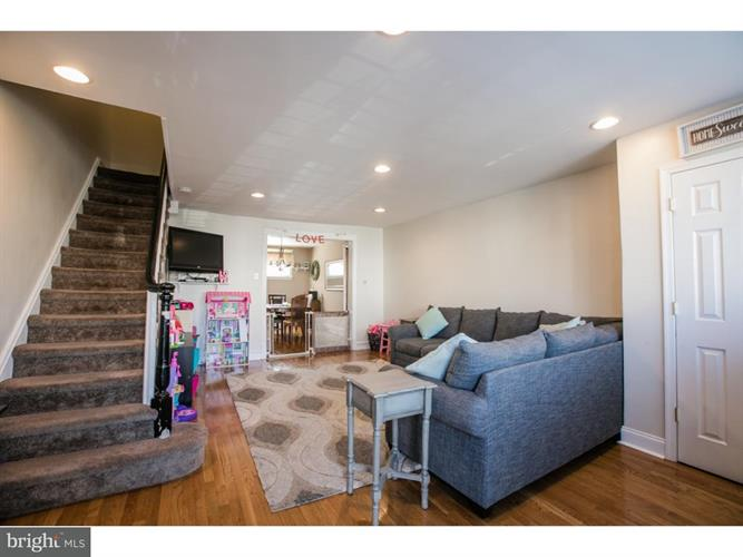 237 N Linden Avenue, Upper Darby, PA - USA (photo 4)