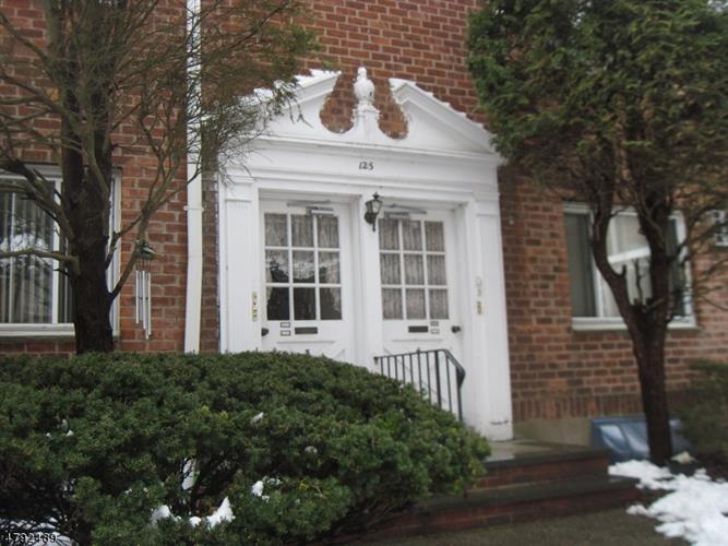 125 Clinton Ave, 4b, Bergenfield, NJ - USA (photo 1)
