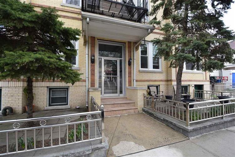 194-196 Pearsall Ave, Unit #8 8, Jersey City, NJ - USA (photo 1)