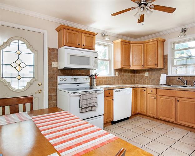 577 Belmont St, Pottstown, PA - USA (photo 4)