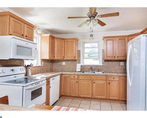 577 Belmont St, Pottstown, PA - USA (photo 5)