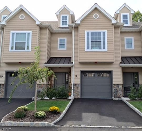 16 North Ridge Circle 16, East Hanover, NJ - USA (photo 1)