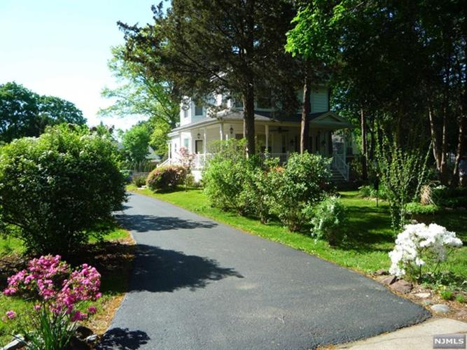 974 South Maple Avenue, Glen Rock, NJ - USA (photo 3)