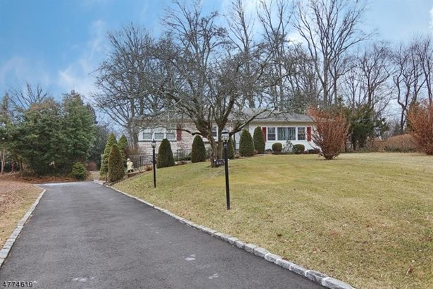 241 Appletree Ln, Mountainside, NJ - USA (photo 2)