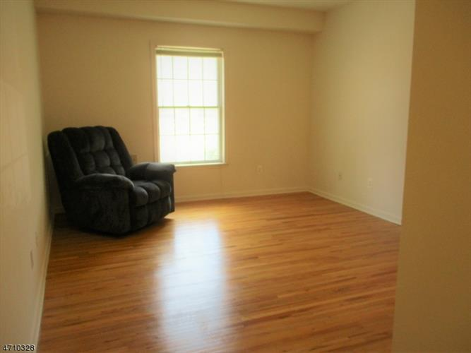 400 North Avenue Unit 3 3, Dunellen, NJ - USA (photo 3)