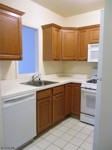 400 North Avenue Unit 3 3, Dunellen, NJ - USA (photo 5)