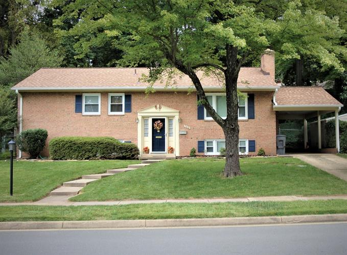 7420 Fairwood Ln, Falls Church, VA - USA (photo 1)