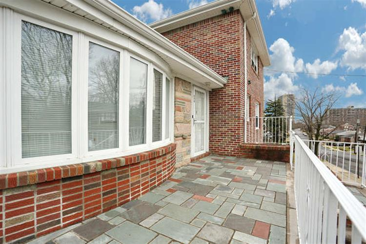 275 Forest Rd, Fort Lee, NJ - USA (photo 2)