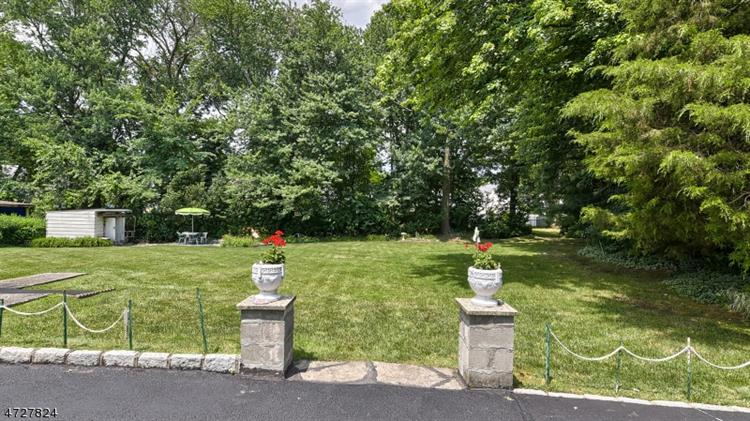 11 Reigate Rd, Bloomfield, NJ - USA (photo 2)