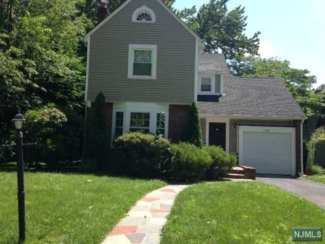 1205 Sussex Rd, Teaneck, NJ - USA (photo 1)