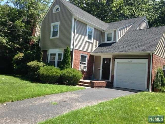 1205 Sussex Rd, Teaneck, NJ - USA (photo 2)
