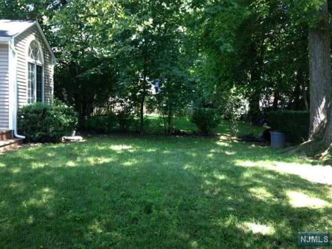 1205 Sussex Rd, Teaneck, NJ - USA (photo 4)