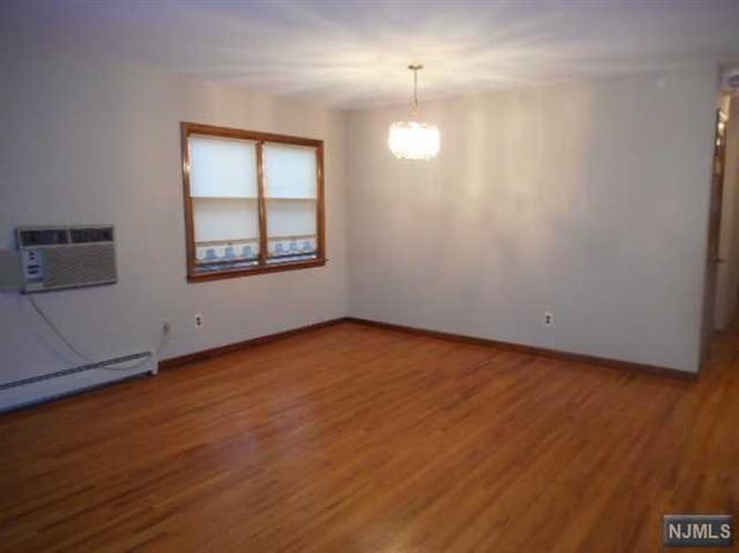 263 Terrace Avenue, Unit #2. 2.floor, Hasbrouck Heights, NJ - USA (photo 2)