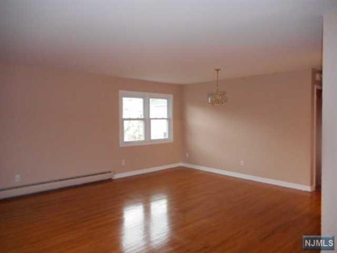263 Terrace Avenue, Unit #2. 2.floor, Hasbrouck Heights, NJ - USA (photo 3)