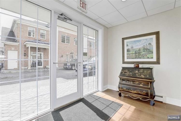 1310 Rio Vista Lane, Unit #1310 1310, Northvale, NJ - USA (photo 5)